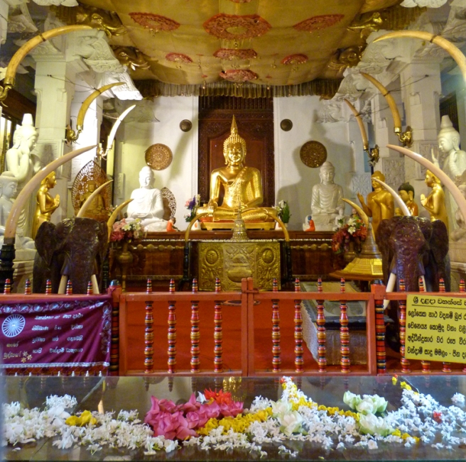 kandy_tooth_temple_buddha