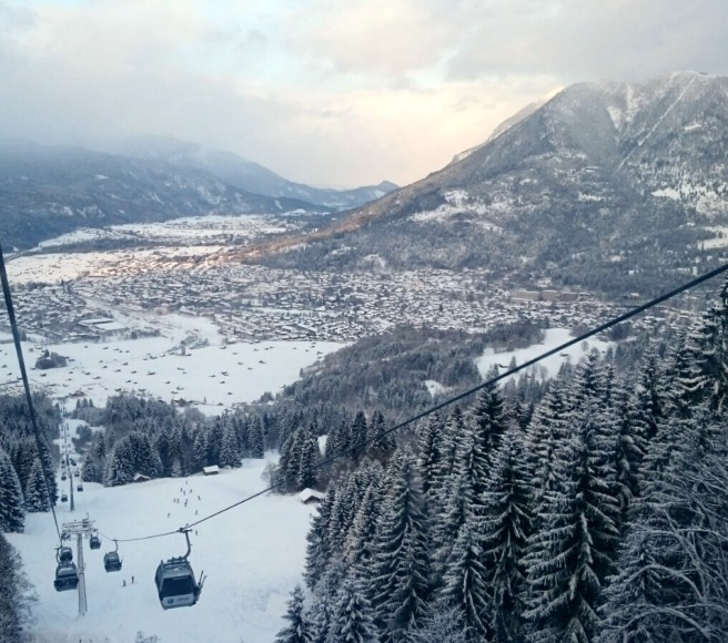 skiing_garmisch_view