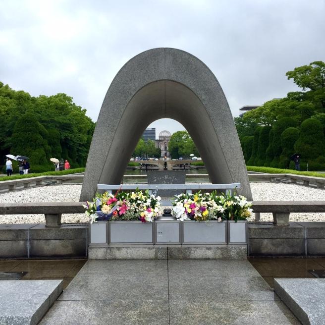 hiroshima_peace_park_memorial_arch