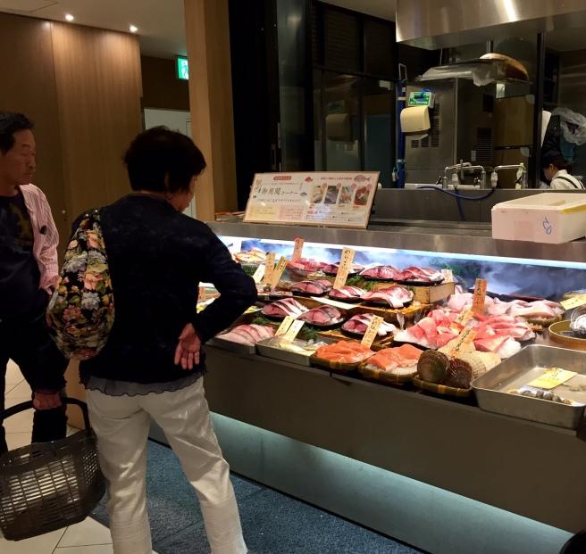 mitsukoshi_ginza_fish