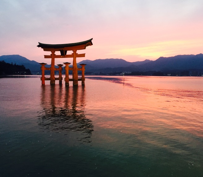 miyajima_torii_sunset